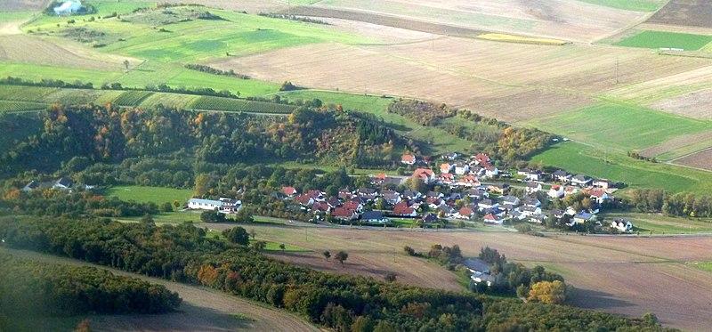 File:Schloßböckelheim - panoramio.jpg