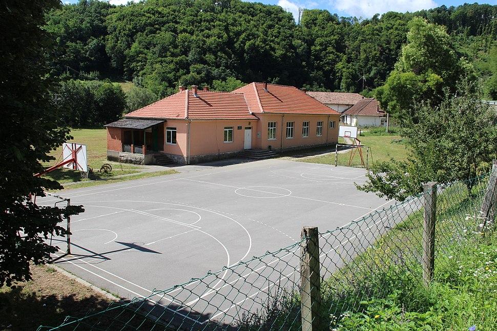 Selo Pričević - opština Valjevo - zapadna Srbija - škola 1