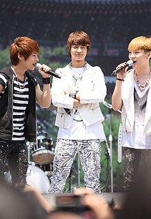 Shinee at the Love Palace Strides 02.jpg