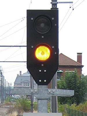 Belgian railway signalling -  Simplified stop signal displaying 'track clear' (yellow)