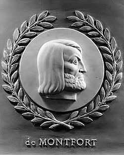 Simon de Montfort bas-relief in the U.S. House of Representatives chamber.jpg