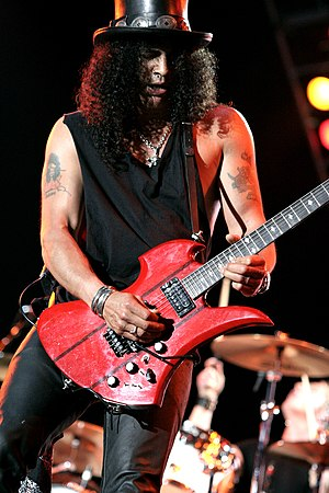 B.C. Rich - Slash playing a Mockingbird in 2007