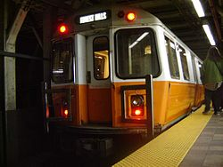 Southbound Orange Line train at Downtown Crossing station, April 2005.jpg