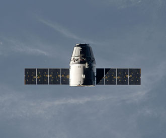 SpaceX CRS-1 - CRS-1 Dragon is seen approaching the ISS