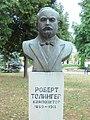 Spomen bista Roberta Tolingera, rad Slobodana Kojića.JPG