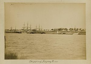 Fitzroy River (Queensland) - Image: State Lib Qld 1 237307 Shipping on the Fitzroy River, Rockhampton wharves