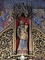 Statue de Vierge à l'Enfant dans l'église Saint-Germain-l'Auxerrois de Paris.jpg
