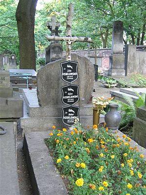 Stefan Kisielewski - The Kisielewski family grave at the Powązki Cemetery.