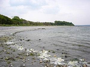 Sligo Bay - Stony beach at Drumcliffe bay