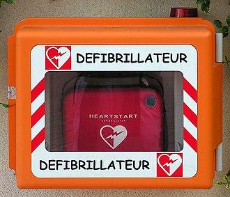 Comic Sans - A defibrillator case in Monaco with a label in Comic Sans