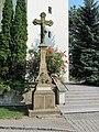 Těšetice (OL), kříž před kostelem.jpg