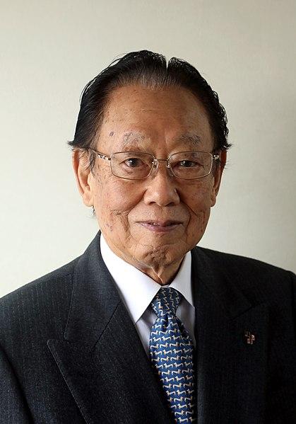 ファイル:Takeyoshi Tanuma cropped 1 Takeyoshi Tanuma 201911.jpg