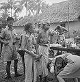 Tangerang Verzwakt en vermagerd door ondervoeding en malaria komen Indonesische, Bestanddeelnr 12232.jpg
