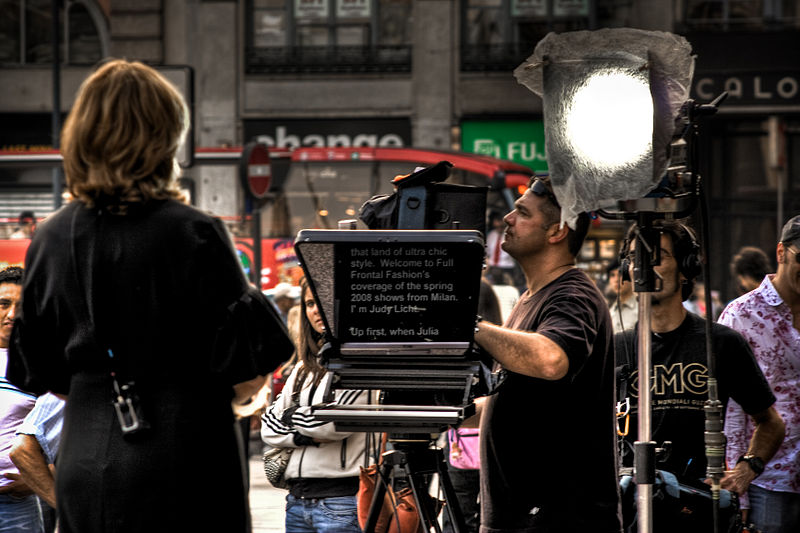 File:Teleprompter in use.jpg
