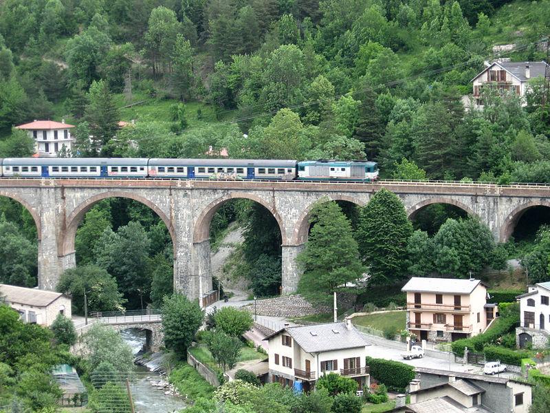 File:Tende viaduct and Italian train I.JPG