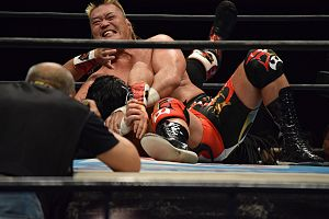 Hiroyoshi Tenzan - Tenzan applying the Anaconda vise on Hirooki Goto