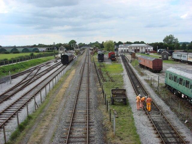 The 2 halves of Buckinghamshire Railway Centre - geograph.org.uk - 934865