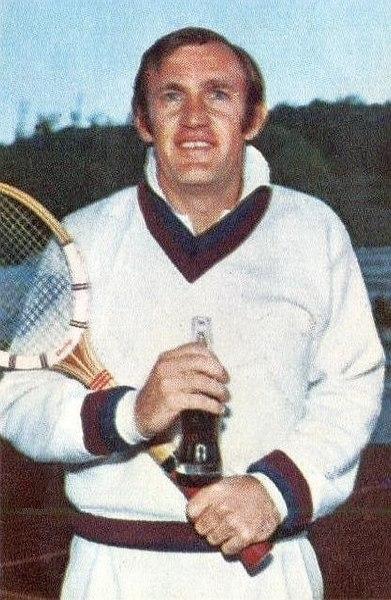 File:Tony Roche en 1970.jpg