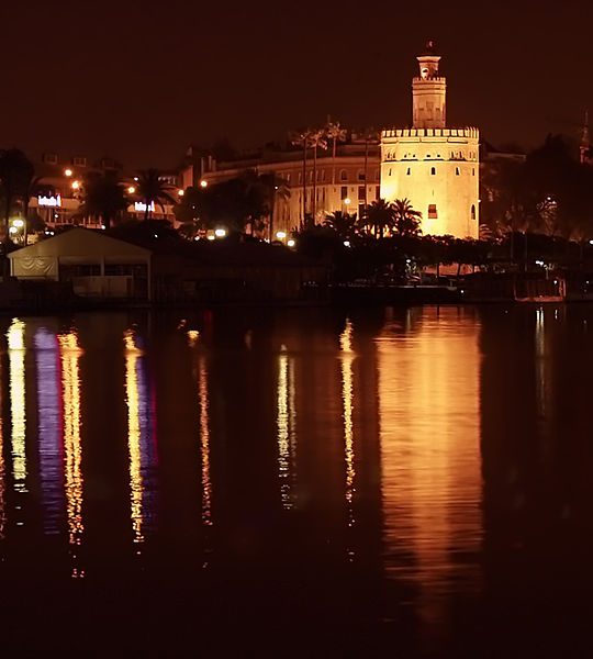 Archivo: Torre del oro nocturna en Sevilla.jpg