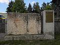 Traismauer - Inschriftensteins beim römischen Brunnen.jpg