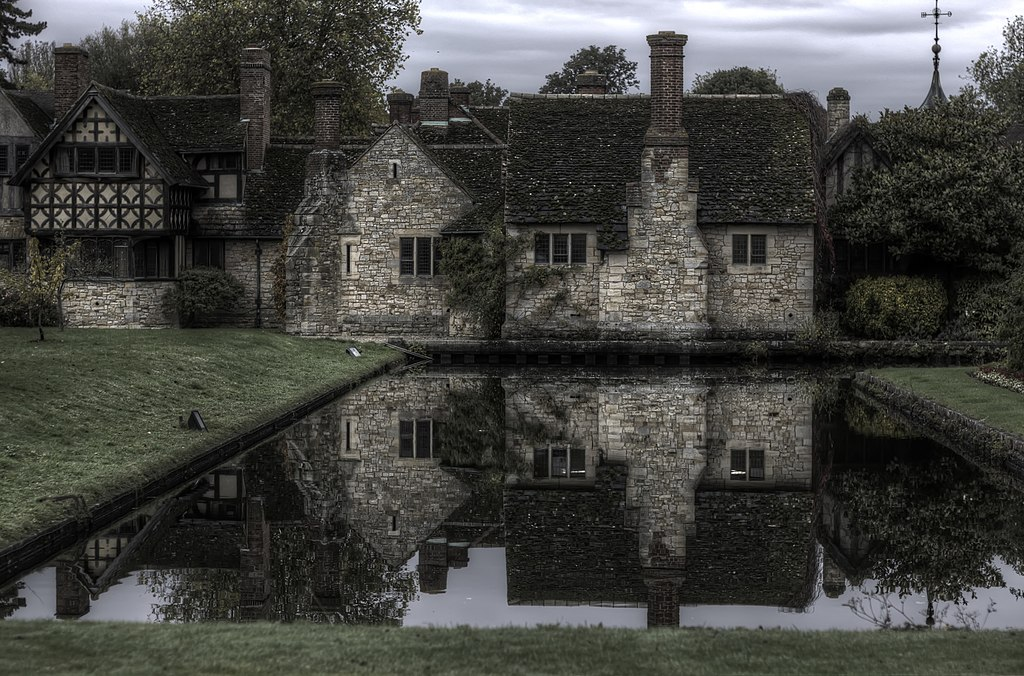 File:Tudor Village, Hever Castle.jpg - Wikimedia Commons