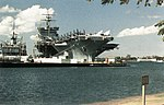 USS Enterprise (CVN-65) at Pearl Harbor in 1986.jpg