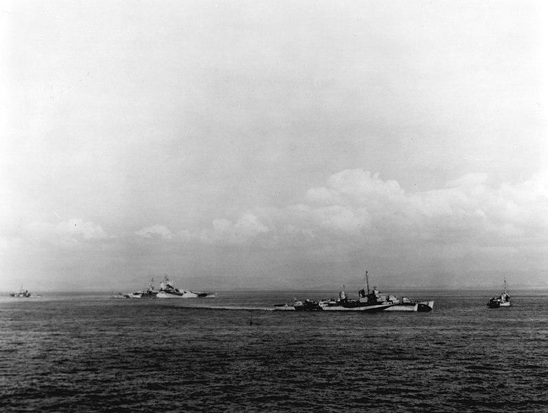 File:USS Walke (DD-723) and USS Mississippi (BB-41) in Lingayen Gulf on 9 January 1945 (80-G-K-2516).jpg
