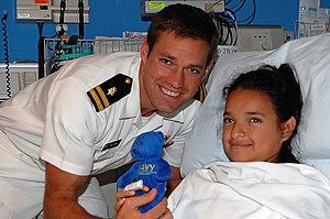 Andrew Baldwin - Baldwin visit a patient in Shriners Hospital for Children