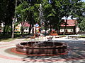 Ulanów - plac zabaw i fontanna na Rynku (1).jpg
