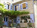 Un belle maison fleurie à La Garde-Adhémar.JPG