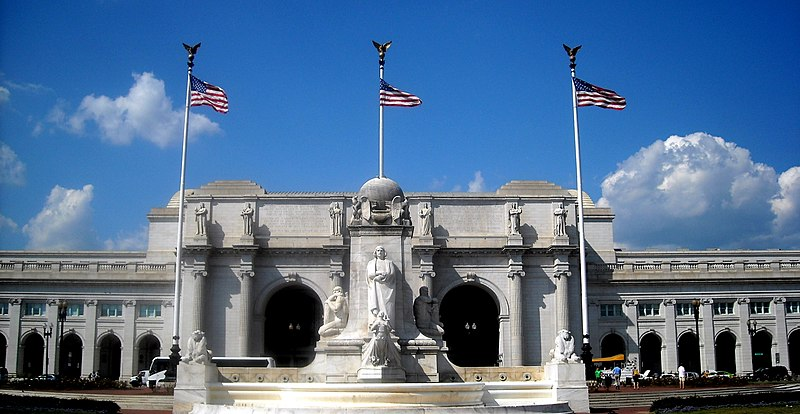 File:Union Station and Christopher Columbus Memorial Fountain.jpg