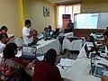 Uskam Camey explicando cómo editar en Wikipedia.jpg