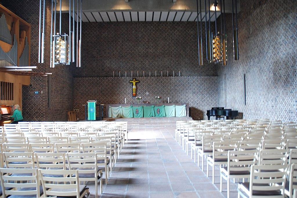Vällingby Sankt Tomas kyrksal 01.jpg