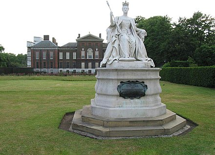 Louise's statue of Queen Victoria at Kensington Palace Victoria statue Kensington.jpg