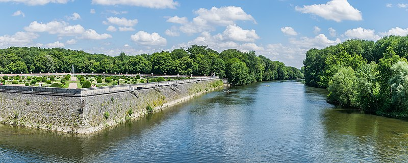 File:View of the Cher river from the Castle of Chenonceau 01.jpg