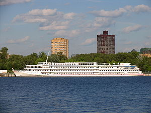 Viking Truvor in North River Port 9-jun-2012 03.JPG