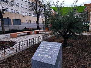 Villa de Vallecas abre un espacio en memoria de las víctimas del Síndrome del Aceite Tóxico 01.jpg