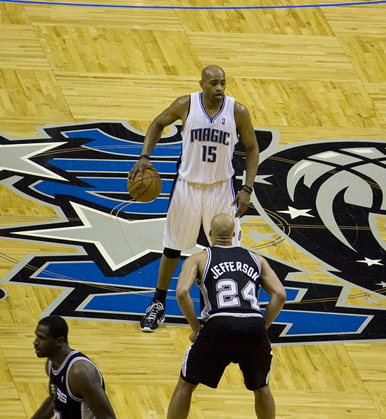 File:Vince Carter Magic vs Spurs.jpg