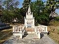 Wat Kampong Tralach Leu Stupa 05.jpg