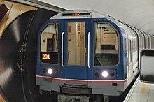Train souterrain dans une gare