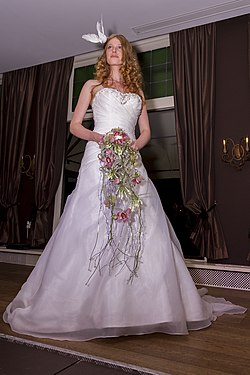 Wedding-dress-001.jpg
