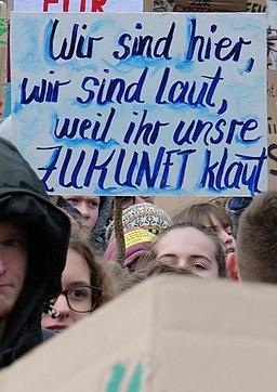 Wir sind hier, wir sind laut, weil ihr unsere Zukunft klaut, Berlin, 25.01.2019 (cropped)