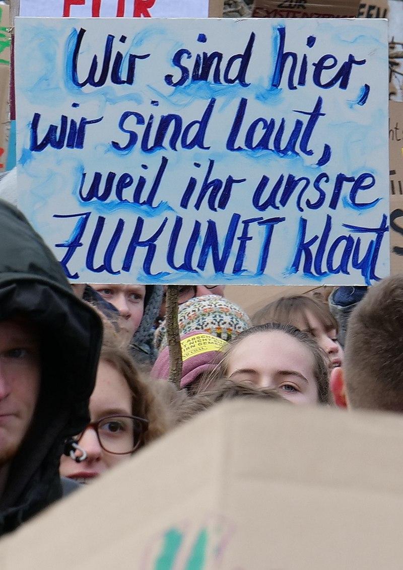 Wir sind hier, wir sind laut, weil ihr unsere Zukunft klaut, Berlin, 25.01.2019 (cropped).jpg