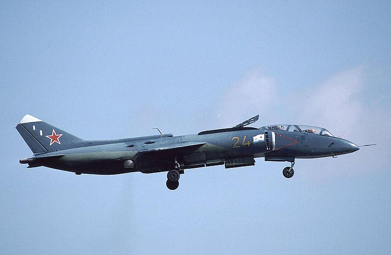 800px-Yakovlev_Yak-38U_at_MAKS-1993_airs