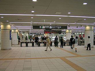 Yokohama Station - Toyoko Line/Minatomirai Line ticket gates (April 2004)