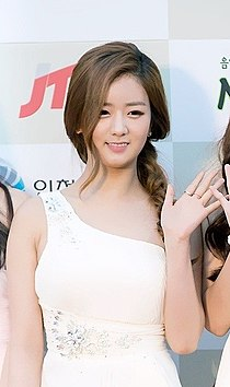 Yoon Bo-mi at 2014 K-pop Awards red carpet.jpg