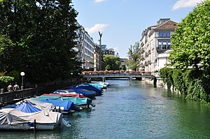 Schanzengraben Zürich - Schanzengraben as seen from the General-Guisan-Quai, Hotel Baur au Lac to the right