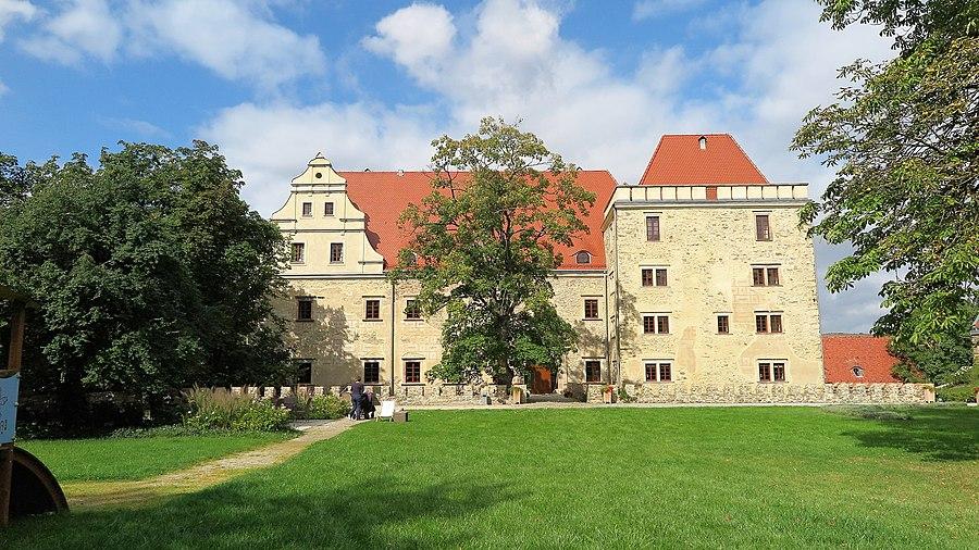 Gola Dzierżoniowska Castle
