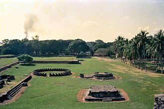 Totonac people - View of the main square of the ruins of the city of Cempoala, capital Totonac Nation, the first to establish a military alliance with the Castilian armies to attack the dominions of Aztec Triple Alliance or Ēxcān Tlahtolōyān.