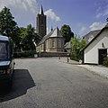 Zicht op de de zuidoostgevel en de kerktoren - Soest - 20396580 - RCE.jpg